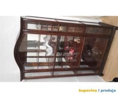vitrina kraj 18 veka u dobrom stanju kao na slici - kupujemprodajem | kupujem, prodajem