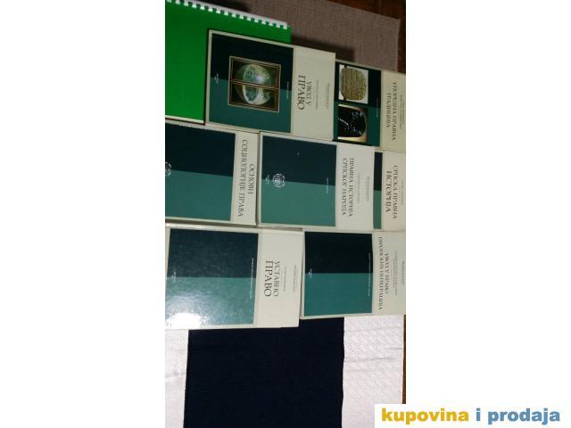 Na prodaju knjige za prvu godinu Pravnog fakulteta