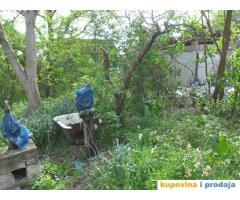 prodajem plac sa dve kuce pod vocnjakom, Beograd