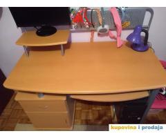 Prodajem kompjuterski sto