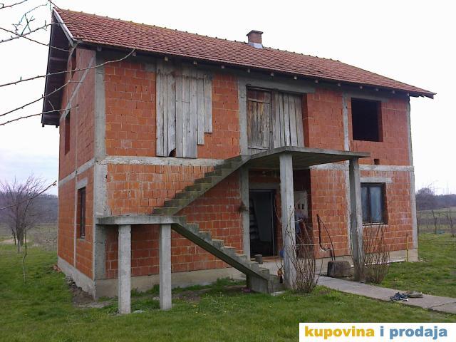 Prodajem kuću u S. Palanci