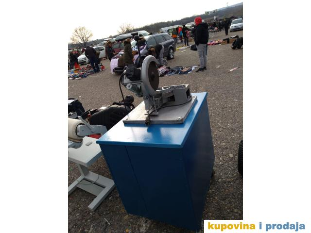 Masina za secenje metala