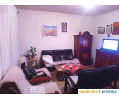 Prodajem kucu sa dvoristem Ivanica, 7km od centra Dubrovnika