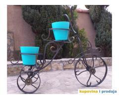 tricikl za cvece od kovanog gvozdja
