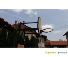 Košarkaska konstrukcija profesioalna sa obručem