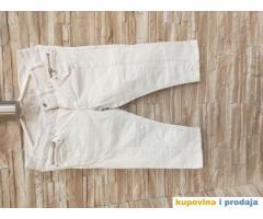 Menjala bih zenske pantalone bele boje