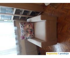 Prodajem fotelju i tabure