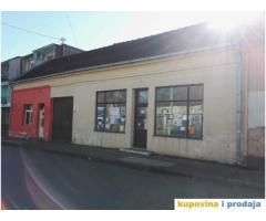 PRODAJEM ili IZDAJEM kuću u centru sa 2 lokala u Moroviću (Šid)